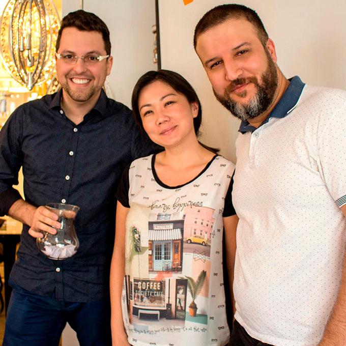 Com Bruno Mantovani e arquiteta Khatia Tiemi Mancio na Empório Luz Design | Alexsandro Kingmaker